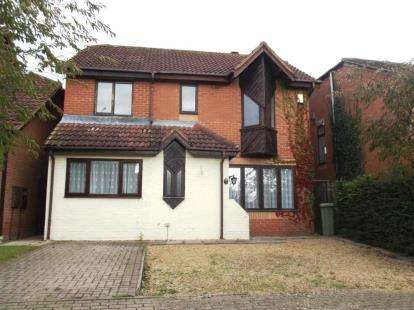 4 Bedrooms Detached House for sale in Cruickshank Grove, Crownhill, Milton Keynes