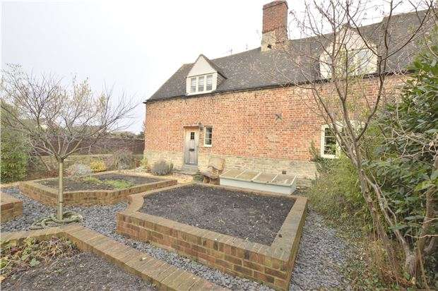 3 Bedrooms Semi Detached House for sale in Station Road, Bishops Cleeve, CHELTENHAM, Gloucestershire, GL52 8HH