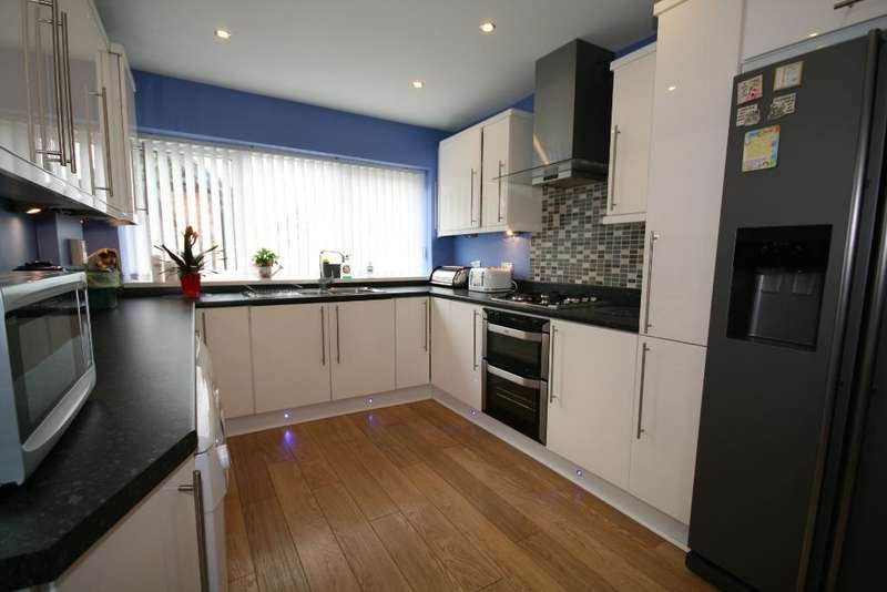 3 Bedrooms Semi Detached House for sale in Derwent Avenue, Churchtown, Southport, PR9 7PX