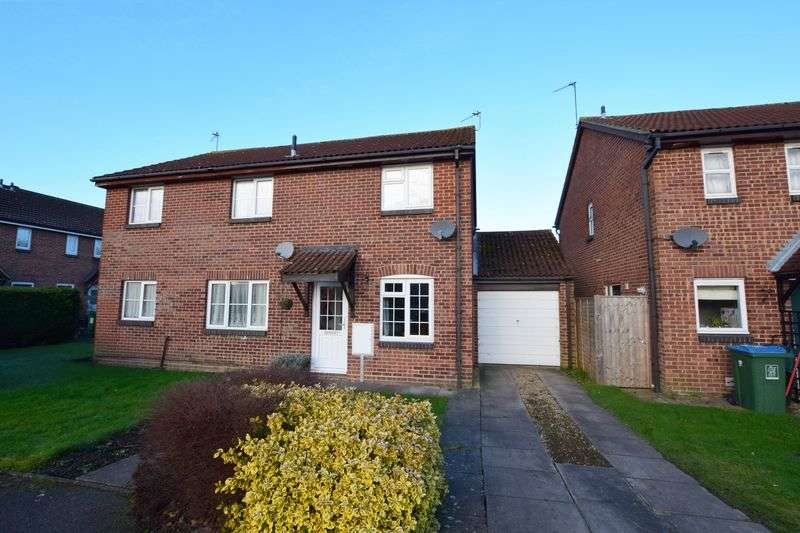 2 Bedrooms Semi Detached House for sale in Field Close, Aylesbury