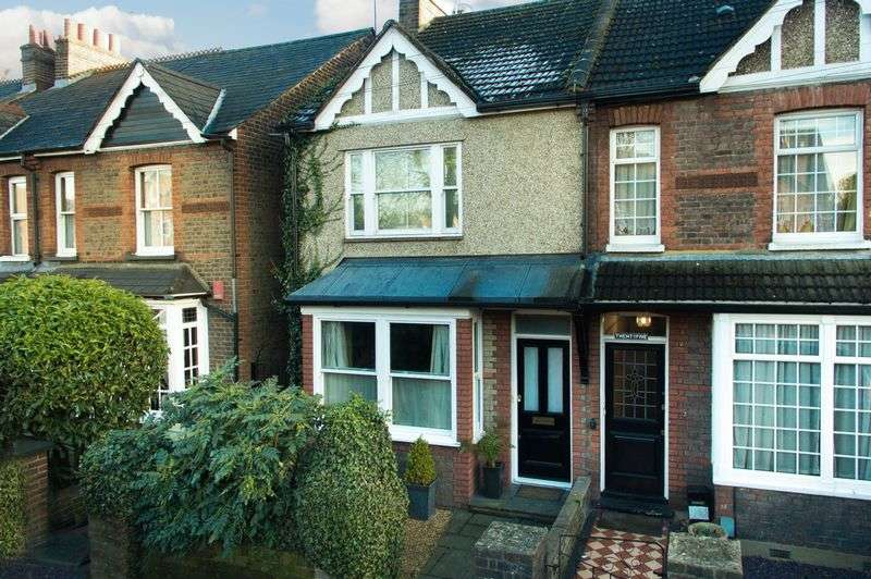 3 Bedrooms Semi Detached House for sale in Uxbridge Road, Rickmansworth, WD3 7DH