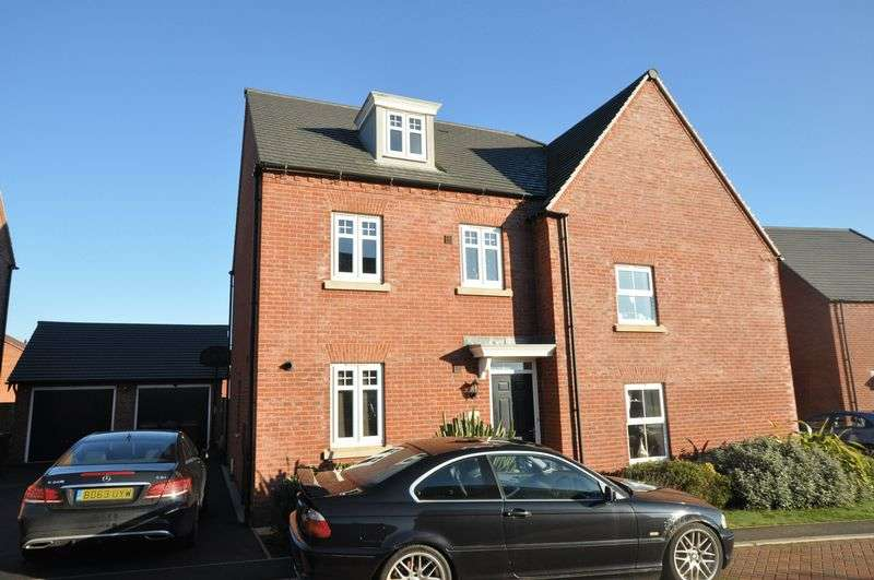 3 Bedrooms Semi Detached House for sale in Chelmsford Close, Swadlincote