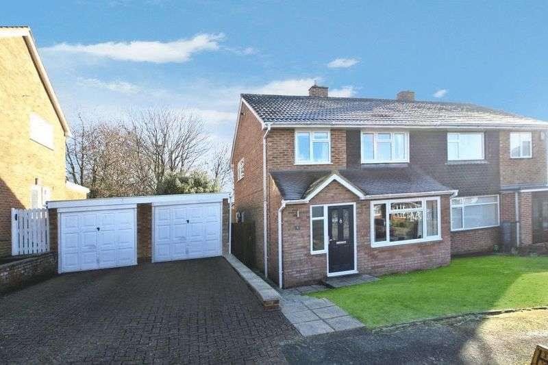 3 Bedrooms Semi Detached House for sale in Green Leys, High Wycombe