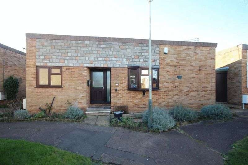 3 Bedrooms Semi Detached Bungalow for sale in Lilburne Avenue, Norwich