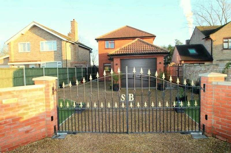 4 Bedrooms Detached House for sale in Cantley, NR13