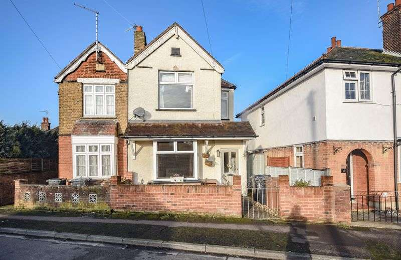 2 Bedrooms Semi Detached House for sale in Raynsford Road, Ware