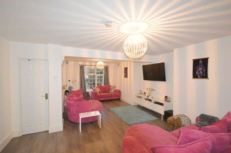 3 Bedrooms Semi Detached House for sale in West End, Old Costessey