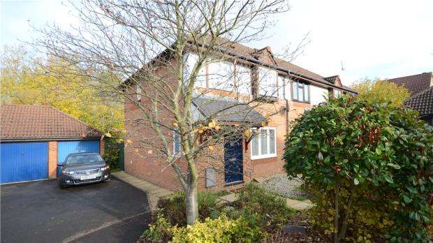 3 Bedrooms End Of Terrace House for sale in Howell Close, Warfield, Berkshire