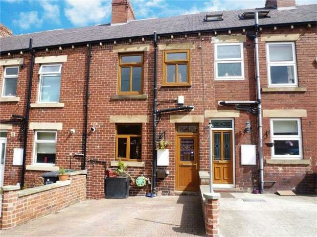 3 Bedrooms Terraced House for sale in Woodbine Terrace, Clayton West, HUDDERSFIELD, West Yorkshire