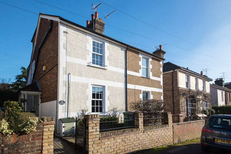 4 Bedrooms House for sale in Priory Road, Reigate
