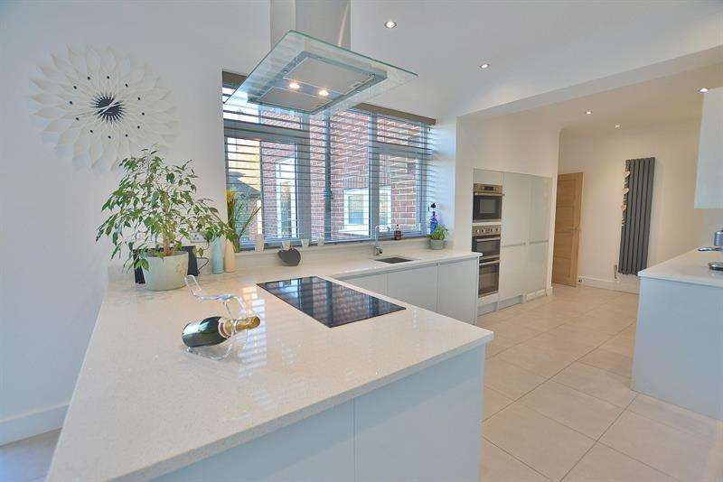 4 Bedrooms Detached House for sale in St Georges Avenue, Queens Park, Bournemouth