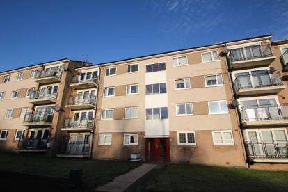 3 Bedrooms Flat for sale in George Street, Paisley, Renfrewshire