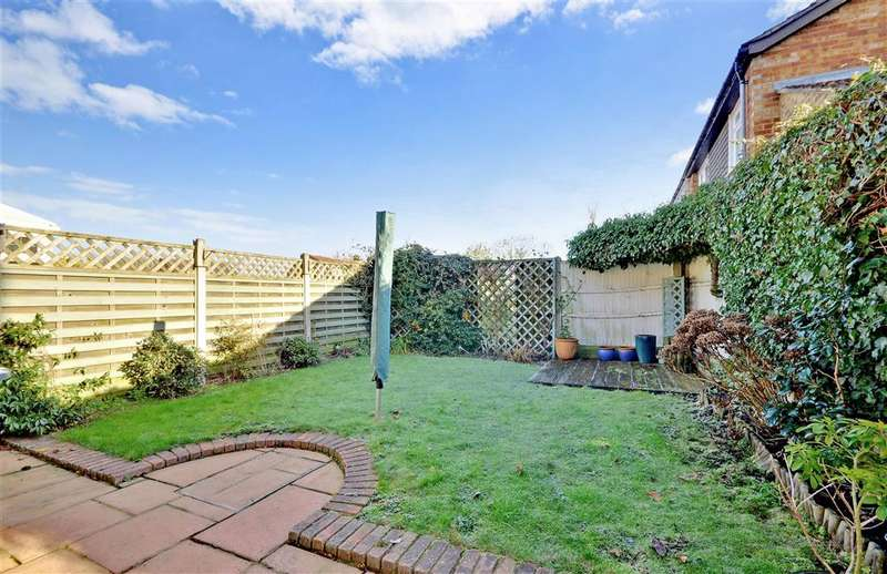 3 Bedrooms End Of Terrace House for sale in Crow Green Lane, Pilgrims Hatch, Brentwood, Essex