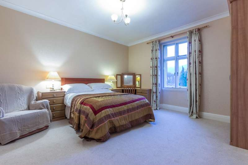 4 Bedrooms Detached House for sale in Dunelm Croft, Lakeside, Cumbria