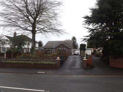 3 Bedrooms Bungalow for sale in Southworth Road, Newton-le-Willows, Merseyside