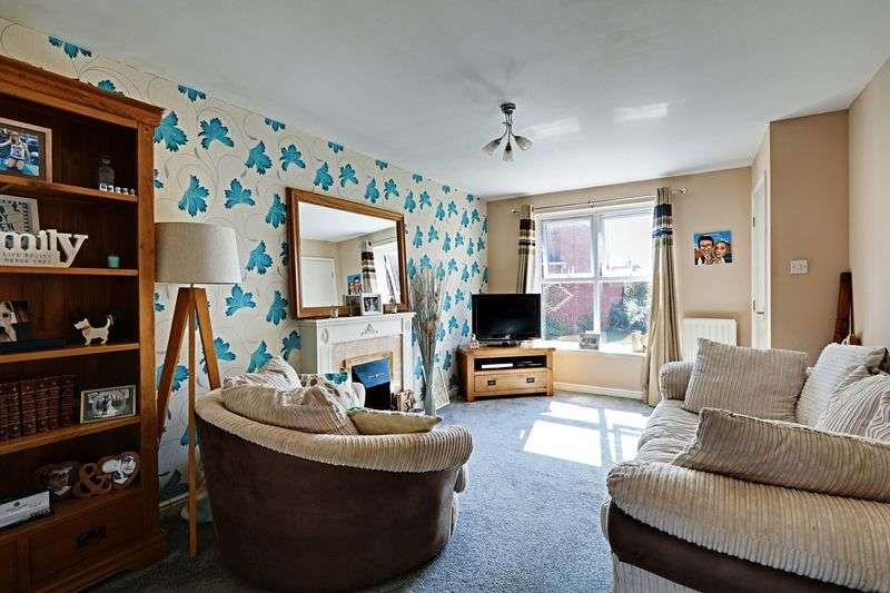 3 Bedrooms Semi Detached House for sale in Sovereign Way, Kingswood