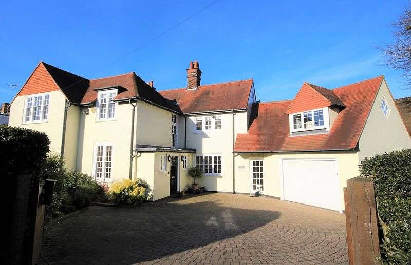 6 Bedrooms Detached House for sale in Worrin Road, Old Shenfield