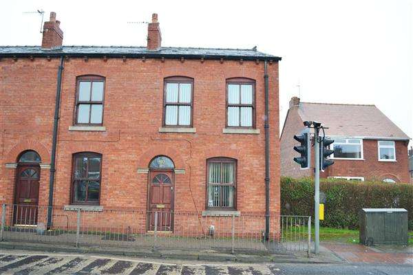 3 Bedrooms End Of Terrace House for sale in Wigan Road, Leigh