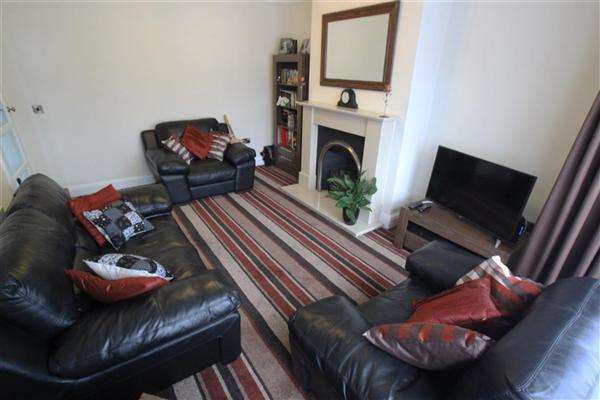 2 Bedrooms Bungalow for sale in Lynwood Crescent, Halifax