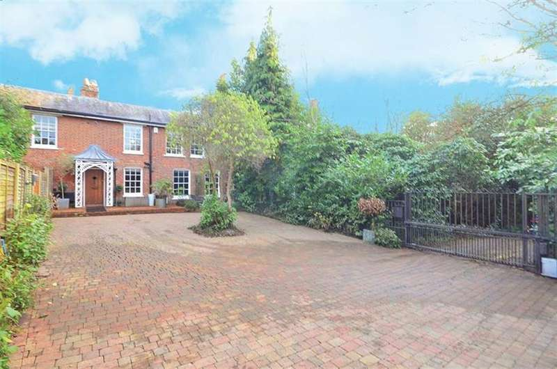 4 Bedrooms Terraced House for sale in Palmers Hill, Epping, Essex