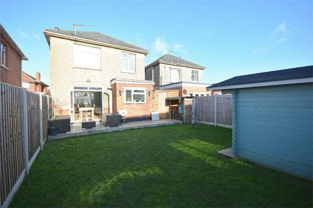 3 Bedrooms Detached House for sale in Talbot Park, Bournemouth, Dorset