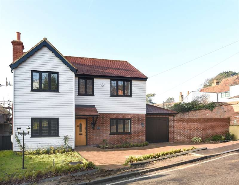 4 Bedrooms Detached House for sale in Pump Hill, Loughton, Essex, IG10