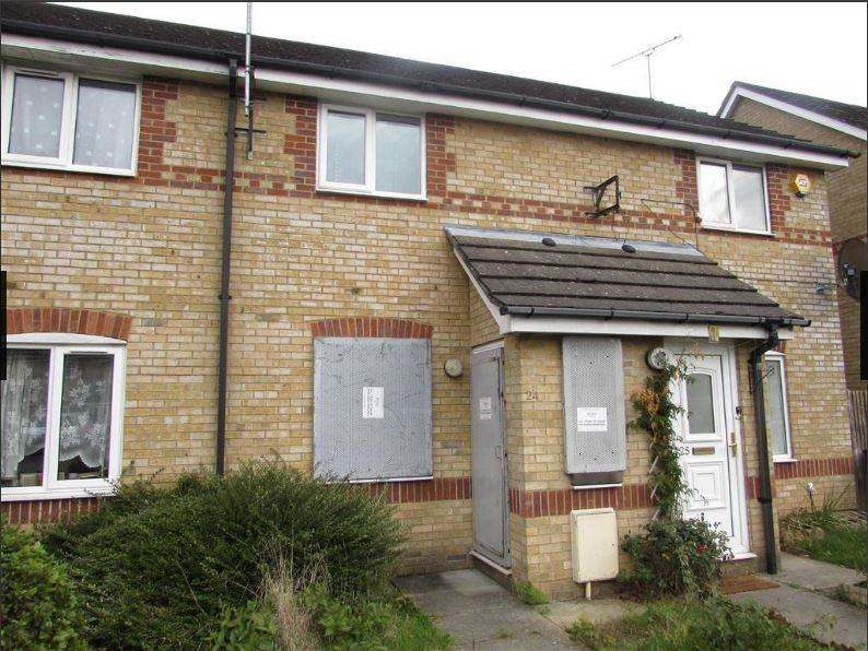 2 Bedrooms Terraced House for sale in Larkspur Gardens, Luton, Bedfordshire, LU4 8SA