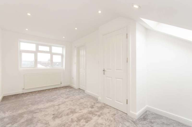 3 Bedrooms Flat for sale in Fallsbrook Road, Streatham, SW16