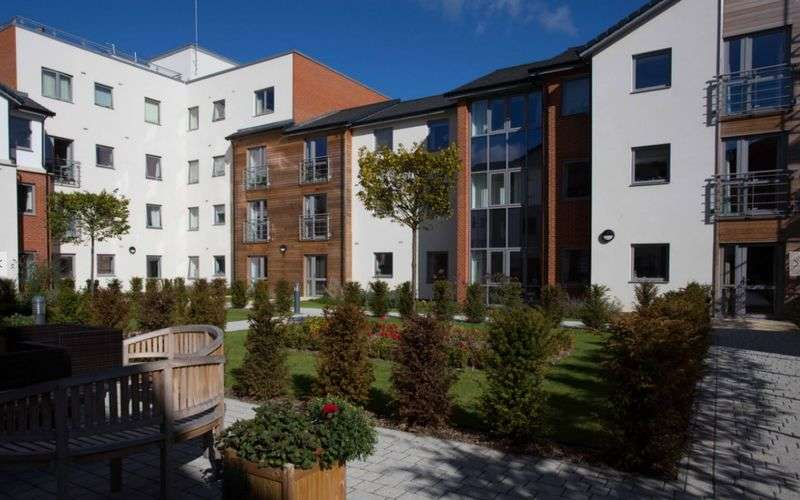 2 Bedrooms Flat for sale in Kings Place : TWO BED second floor Assisted Living apartment - NO CHAIN