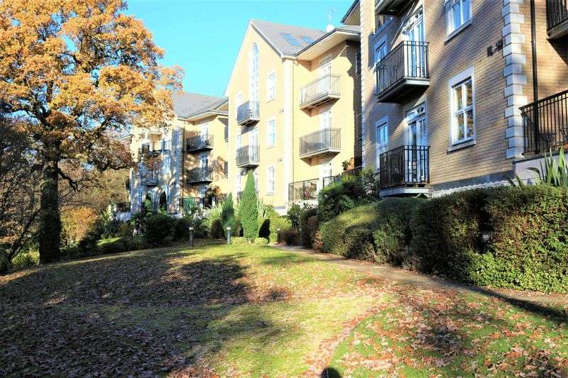 4 Bedrooms Flat for sale in Repton Park, Woodford Green