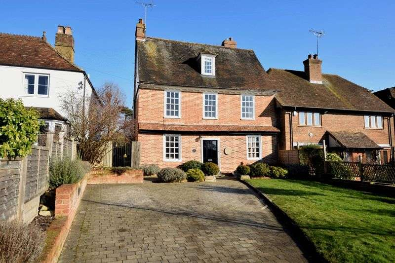 5 Bedrooms Detached House for sale in The Green, Bearsted