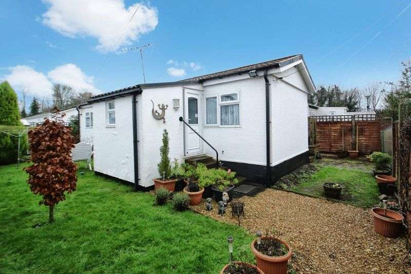 2 Bedrooms Detached Bungalow for sale in Westhorpe, Marlow