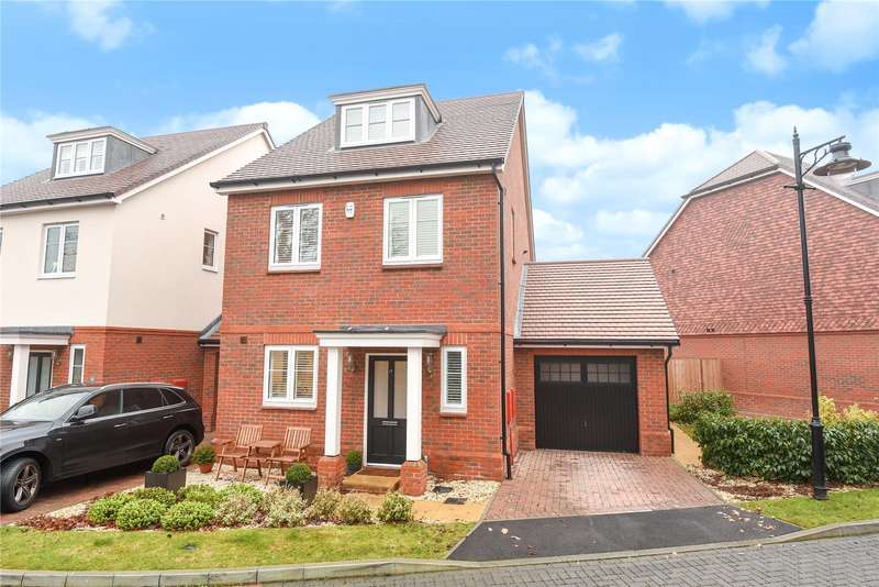 4 Bedrooms Detached House for sale in Adam Brown Avenue, Yateley, Hampshire, GU17