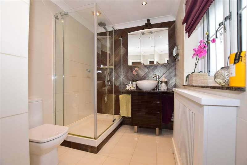 5 Bedrooms Detached House for sale in Braeburn Way, Kings Hill, West Malling, Kent