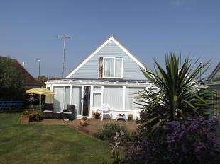 3 Bedrooms Bungalow for sale in Elmer Road, Elmer, Bognor Regis, West Sussex