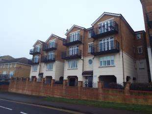 2 Bedrooms Flat for sale in Hamilton Court, Fennel Close, Rochester, Kent