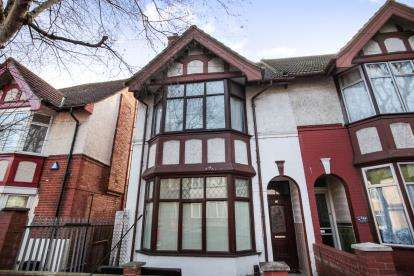 4 Bedrooms Semi Detached House for sale in Conway Road, Luton, Bedfordshire