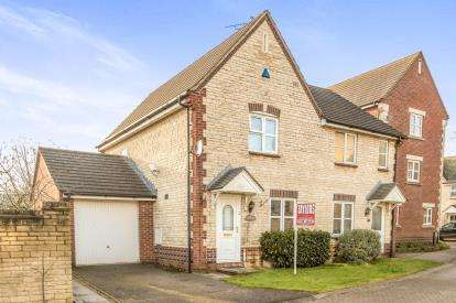 3 Bedrooms Semi Detached House for sale in Woodpecker Close, Bicester, Oxfordshire, Oxon