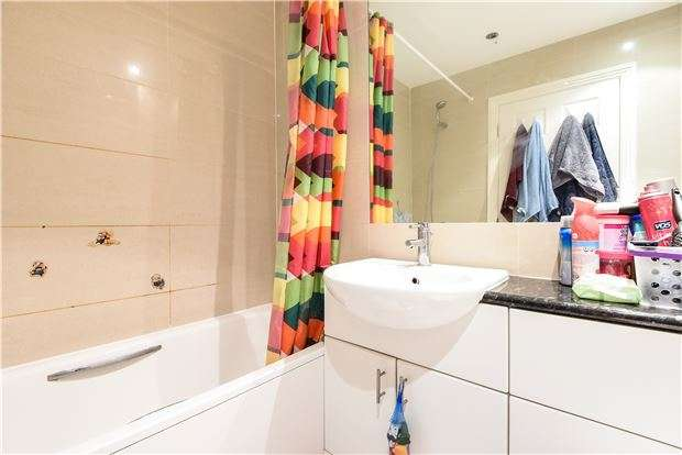 1 Bedroom Flat for sale in Melrose Avenue, Norbury, London, SW16