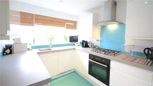 3 Bedrooms Terraced House for sale in Lowfield Road, Caversham Park Village, Reading