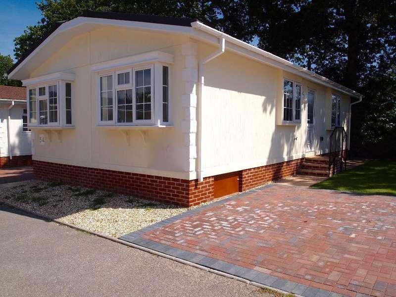 2 Bedrooms Mobile Home for sale in Stoborough, Wareham, Dorset, BH20 5AZ