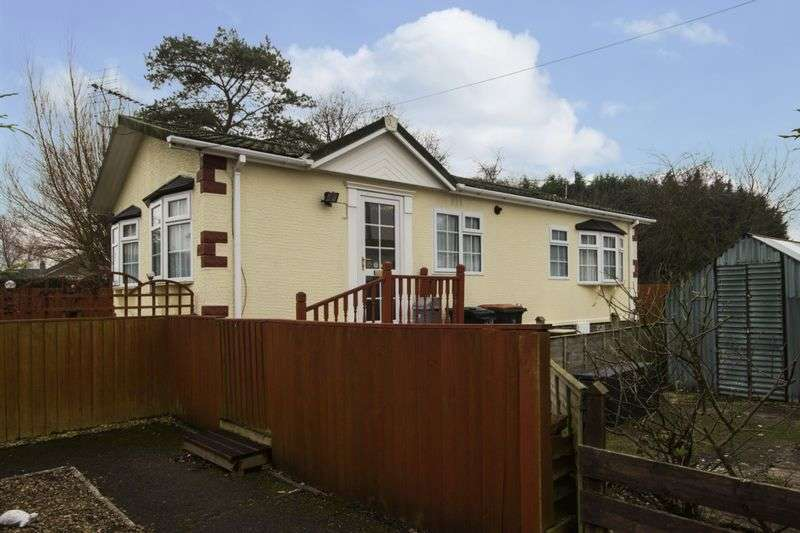 2 Bedrooms Property for sale in Church House Park, Newport