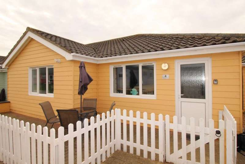 2 Bedrooms Bungalow for sale in Mundesley Holiday Park