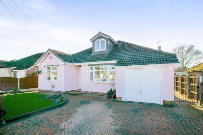 3 Bedrooms Bungalow for sale in Braemar Road, Hazel Grove, Stockport, Cheshire