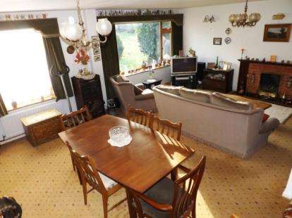 4 Bedrooms Detached House for sale in End Hall Road, Tettenhall, Wolverhampton