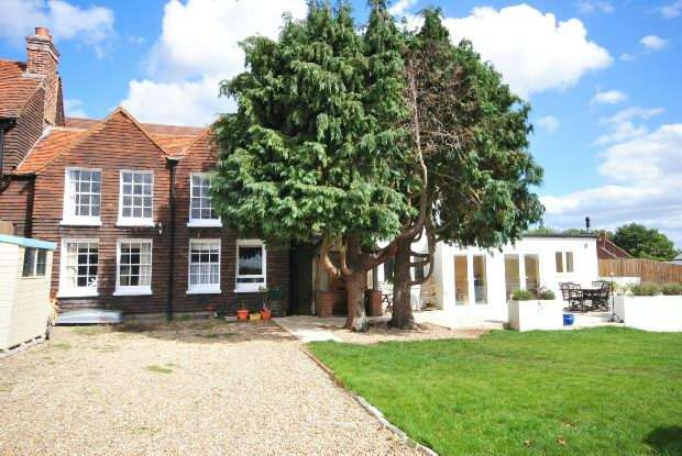 4 Bedrooms Semi Detached House for rent in Beech Hill Road, Beech Hill, RG7 2AU