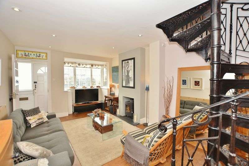 3 Bedrooms Semi Detached House for sale in Beaconsfield