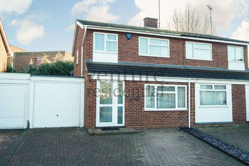 3 Bedrooms Semi Detached House for sale in St Margarets Close, Newport Pagnell