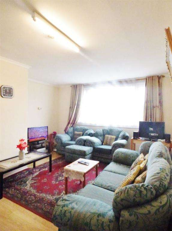 2 Bedrooms Flat for sale in Brent Lea, Brentford, TW8