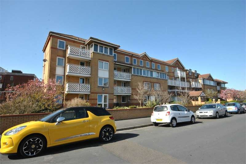 2 Bedrooms Apartment Flat for sale in Kings Road, LYTHAM ST ANNES, FY8